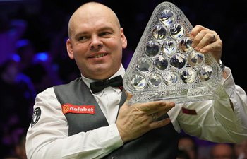 Stuart Bingham beats Ali Carter to win Snooker Masters title