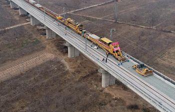 Track laying of Yinchuan-Xi'an high speed railway resumed