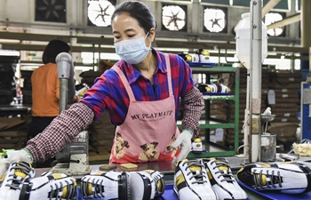 Poverty alleviation workshops resume production in Guiping City, S China