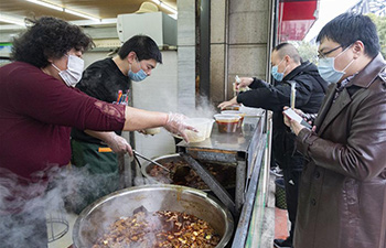 Beef noodles restaurants resume take-away business in Xiangyang, Hubei Province