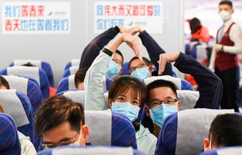 Medics from Guangdong Province leave Wuhan