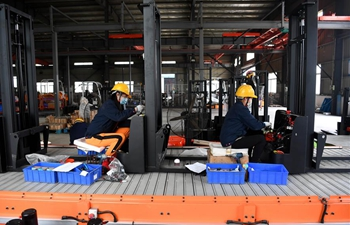 All enterprises above designated size resume businesses in Huagang Town of E China