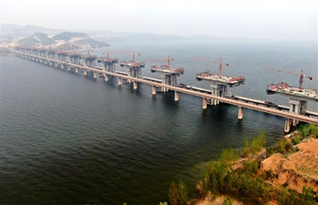 Bridge of Mianchi-Yuanqu expressway over Yellow River under construction