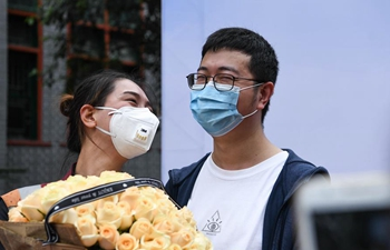 Medics reunit with family and colleagues after quarantine