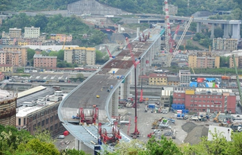 Final span of new Genoa bridge raised in presence of Italian PM