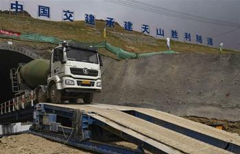 Tianshan Shengli tunnel under construction in Xinjiang