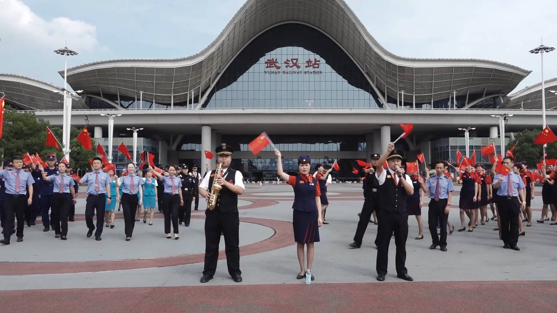 Wuhan railway staff celebrate National Day as holiday travel rush starts