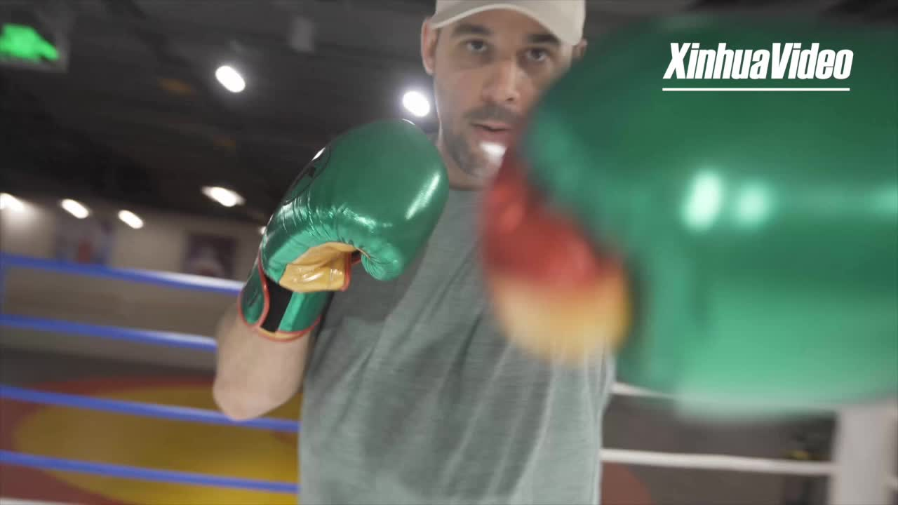 European boxing star talks healthy lifestyles in China