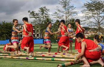 Bamboo dance competition held at middle school in Hainan