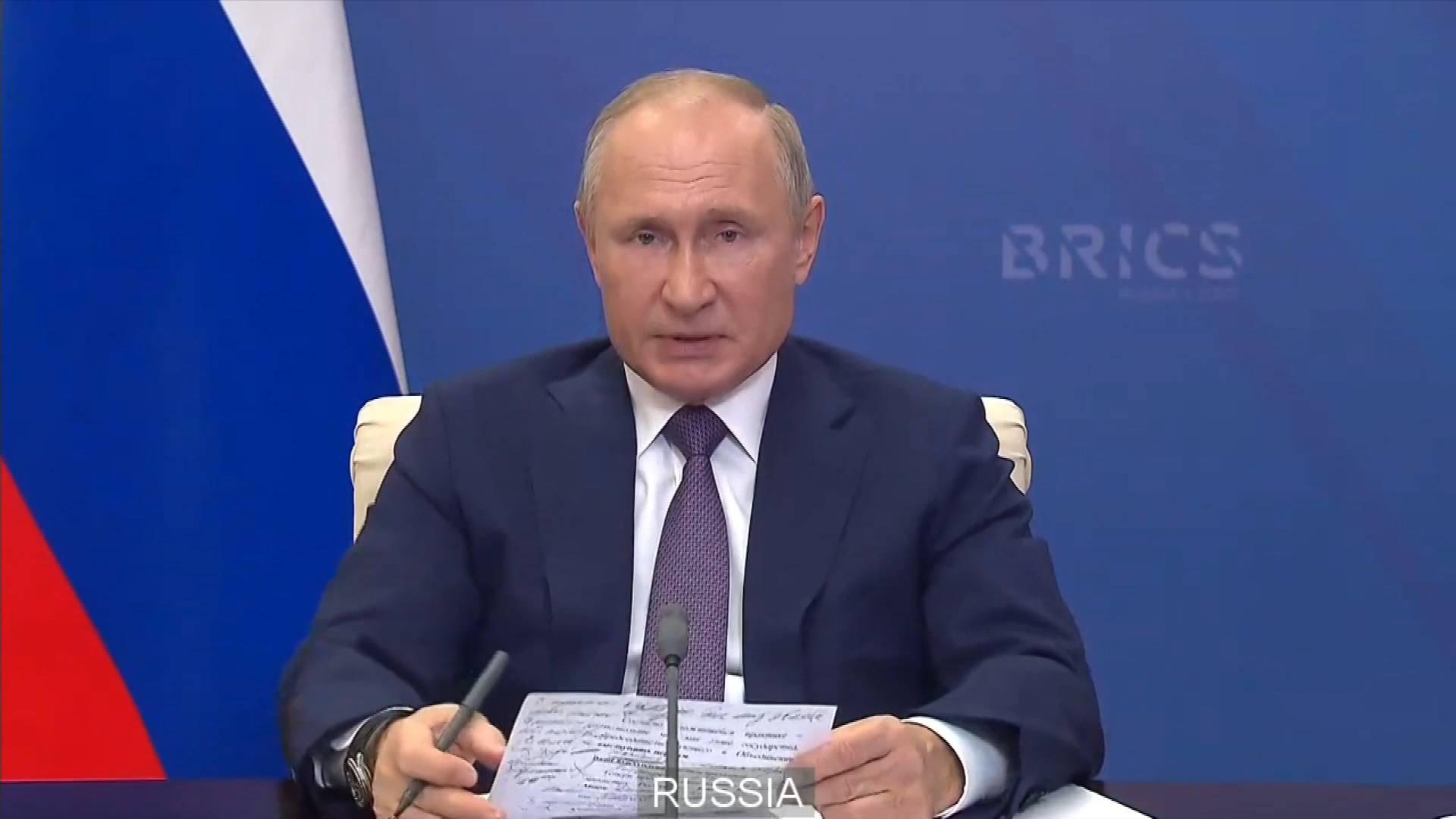 Putin praises China's achievements in combating COVID-19