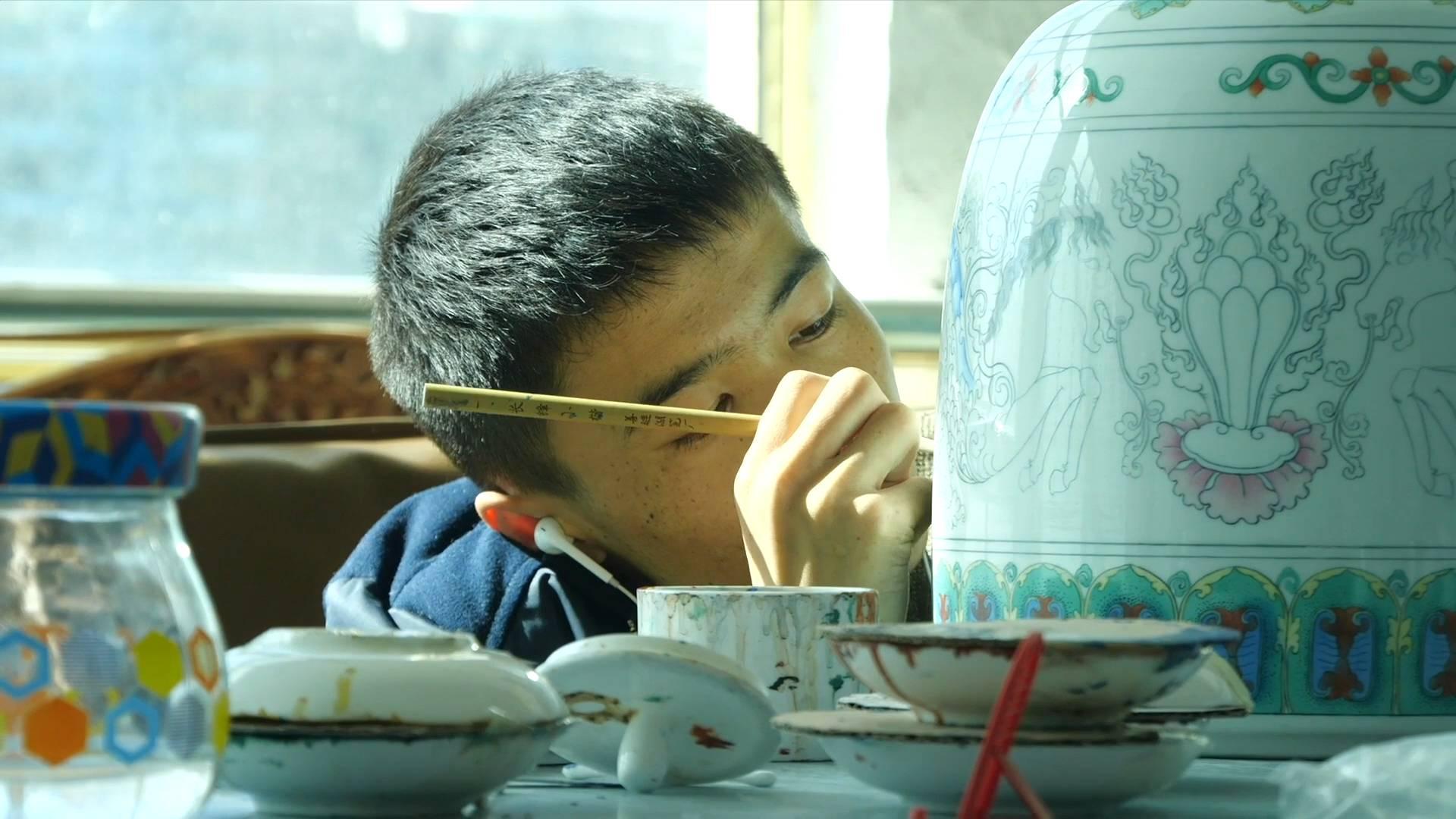 School-enterprise cooperation helps employment in Tibet