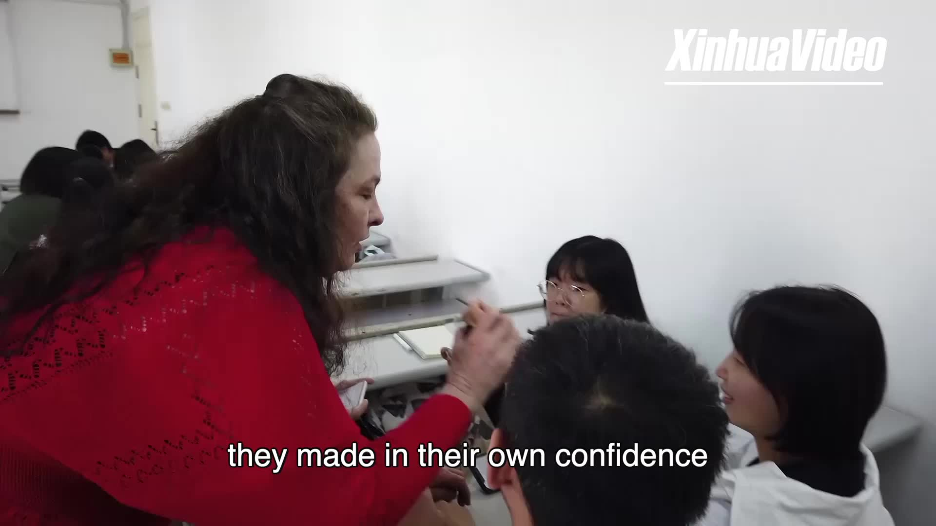 U.S. teacher sees promise in China's young generations