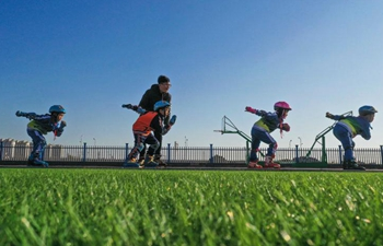Students take part in roller skating training in Hebei