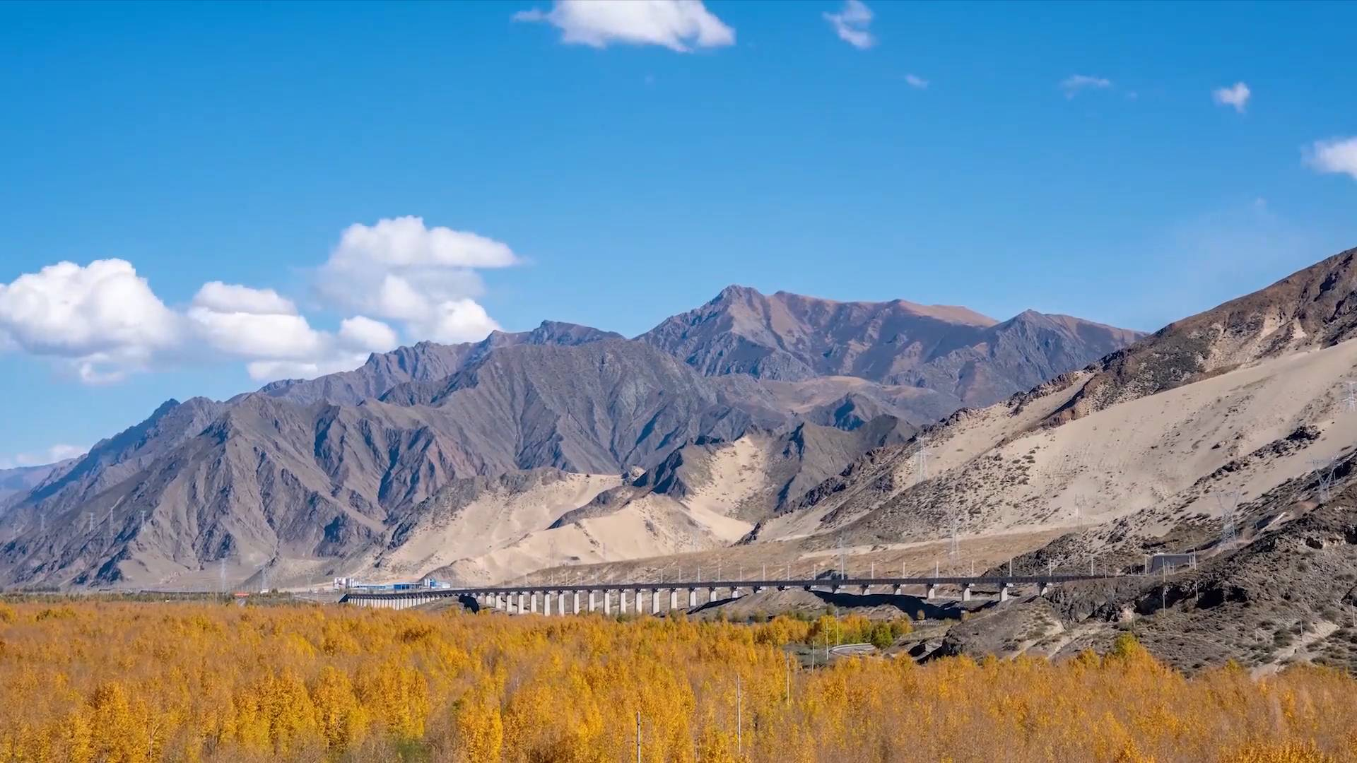 Workers overcome difficulties to build Tibet's 1st electric railway