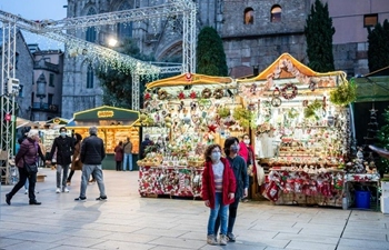 Fair of Santa Llucia held in Barcelona amid pandemic