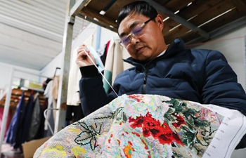 In pics: welder who likes cross-stitch as well in Shanghai