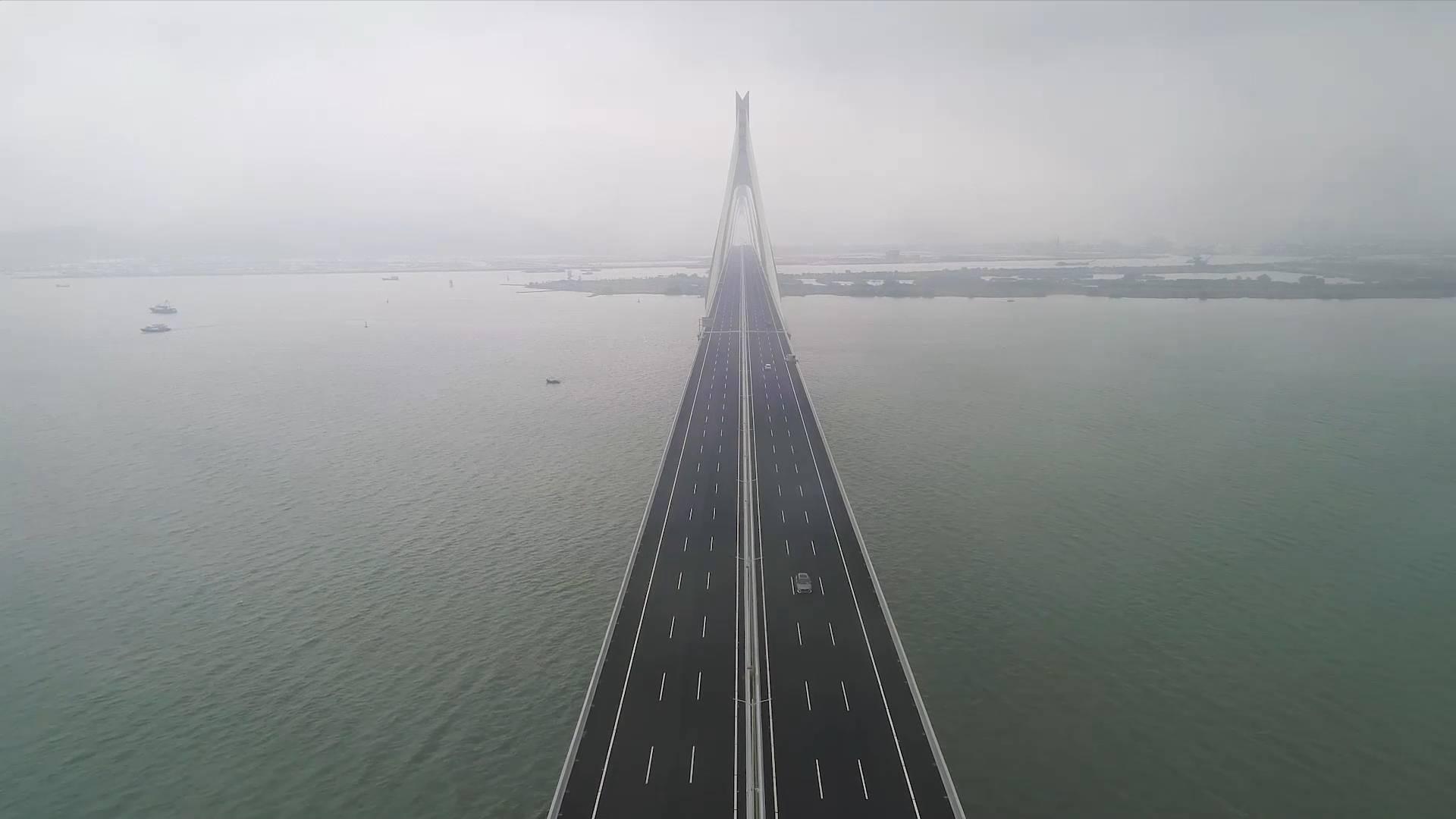 Expressway bridge opens to traffic in Zhuhai, China