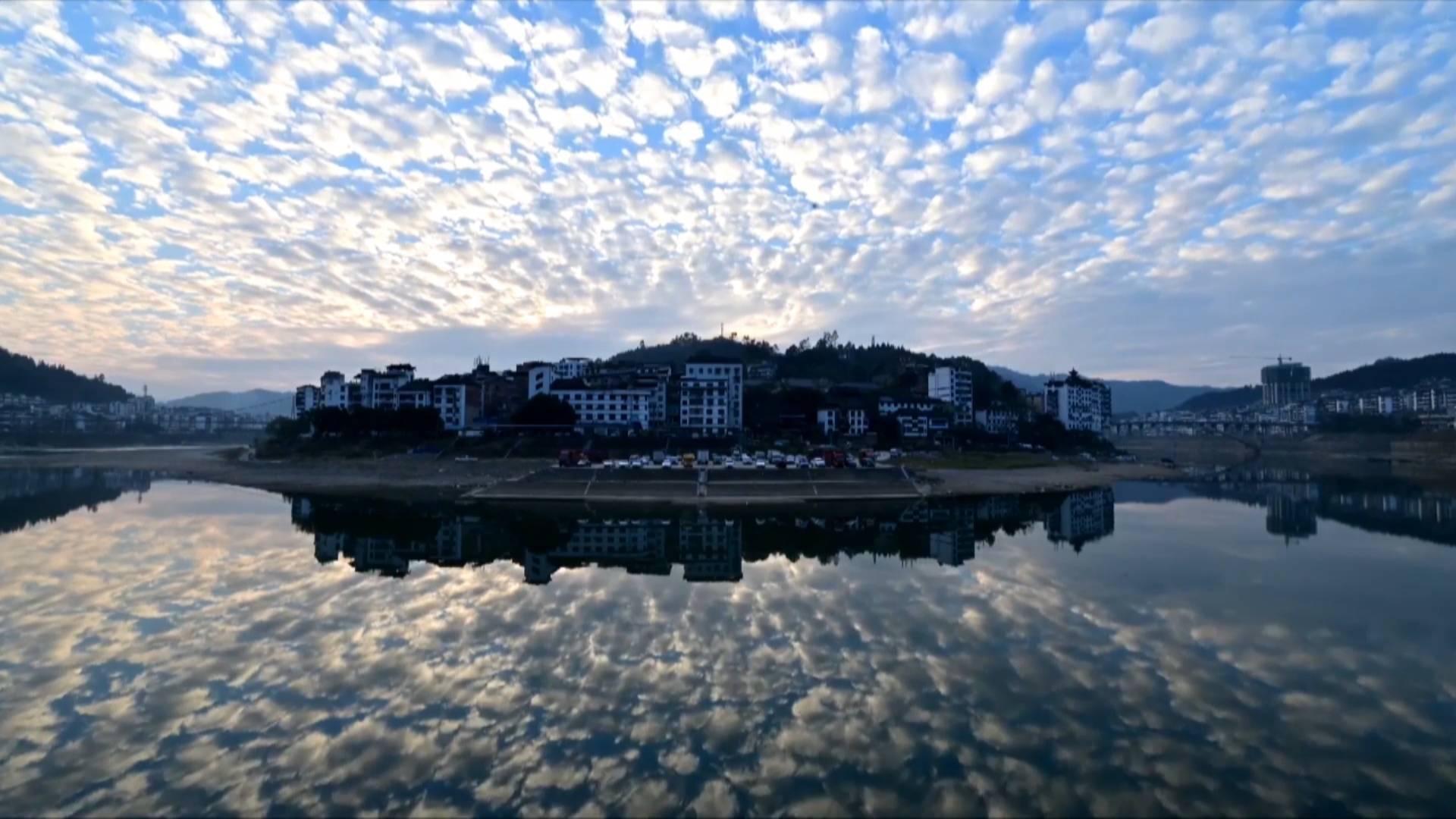 Rare mackerel sky phenomenon captured in SW China's Guizhou