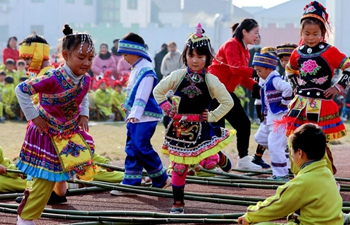 Kindergarten holds traditional folk activities to celebrate upcoming New Year