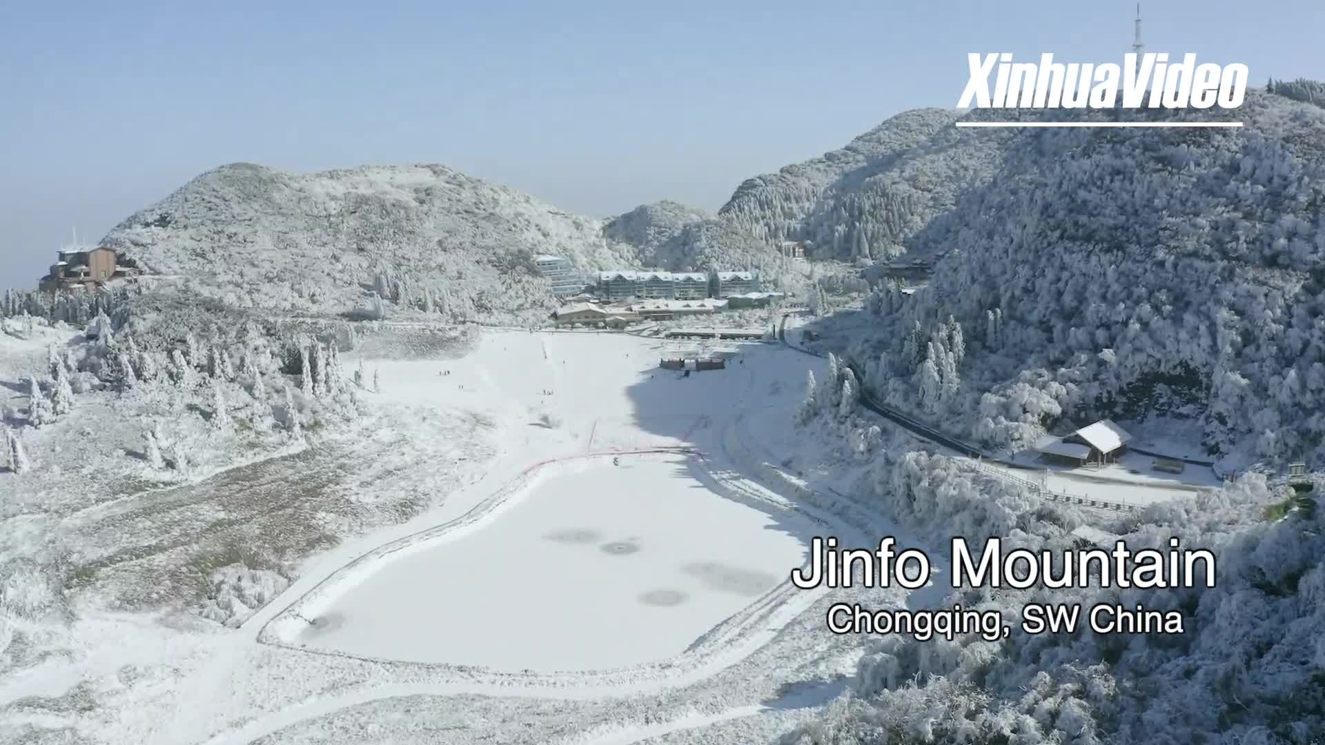 Jinfo Mountain is snowy, winter wonderland for tourists