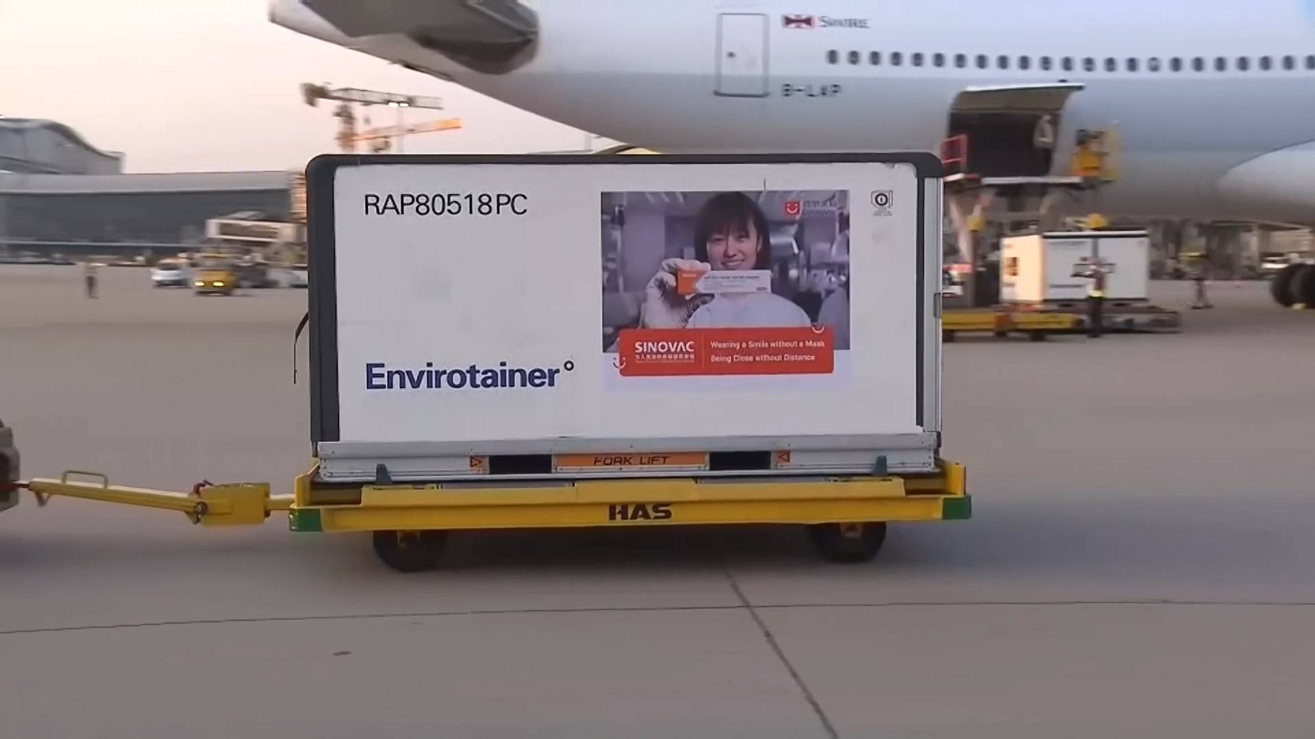 GLOBALink | Mainland-made COVID-19 vaccines arrive in Hong Kong