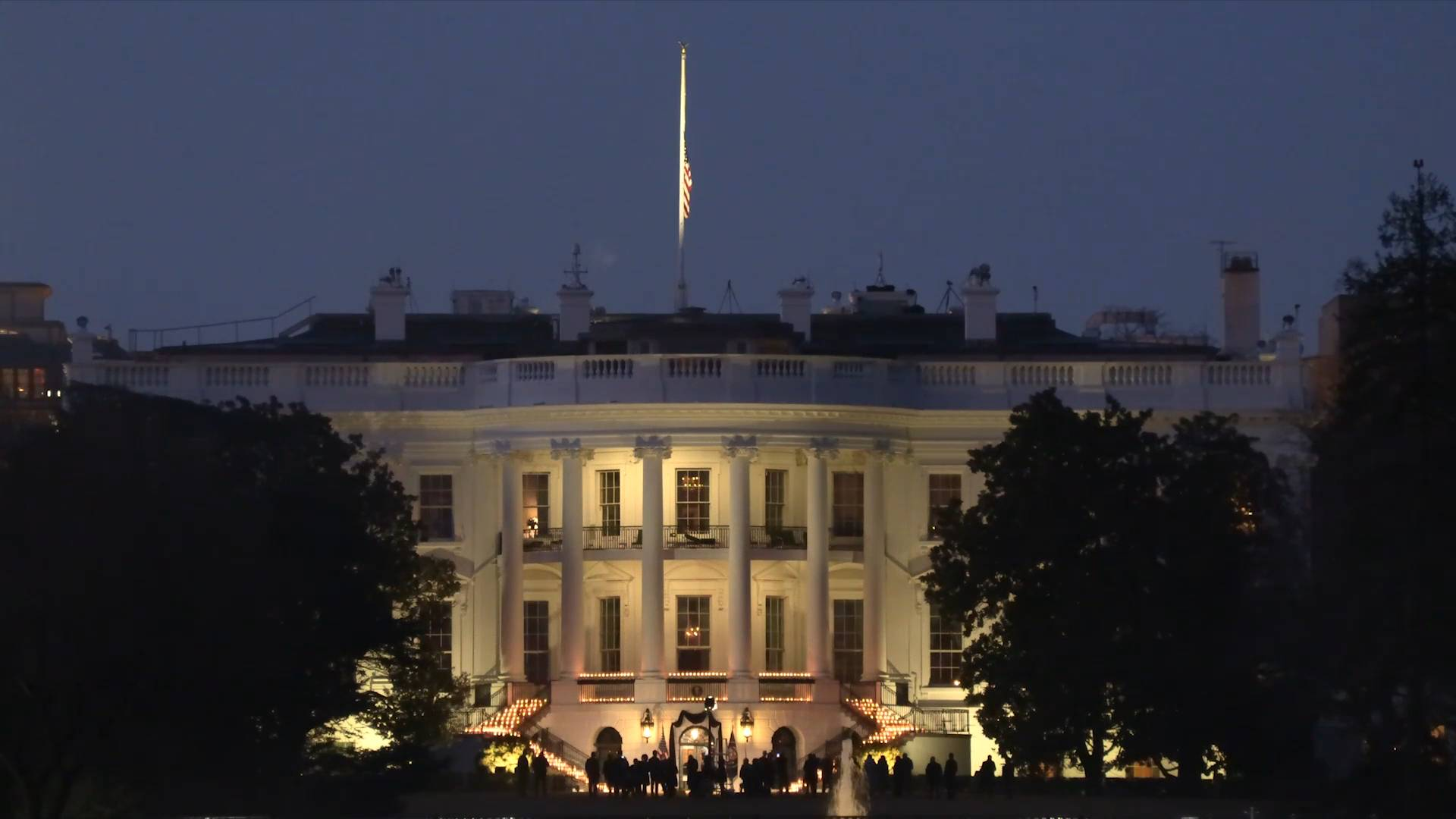 GLOBALink | Candles lit at White House to honor half a million COVID-19 deaths in U.S.