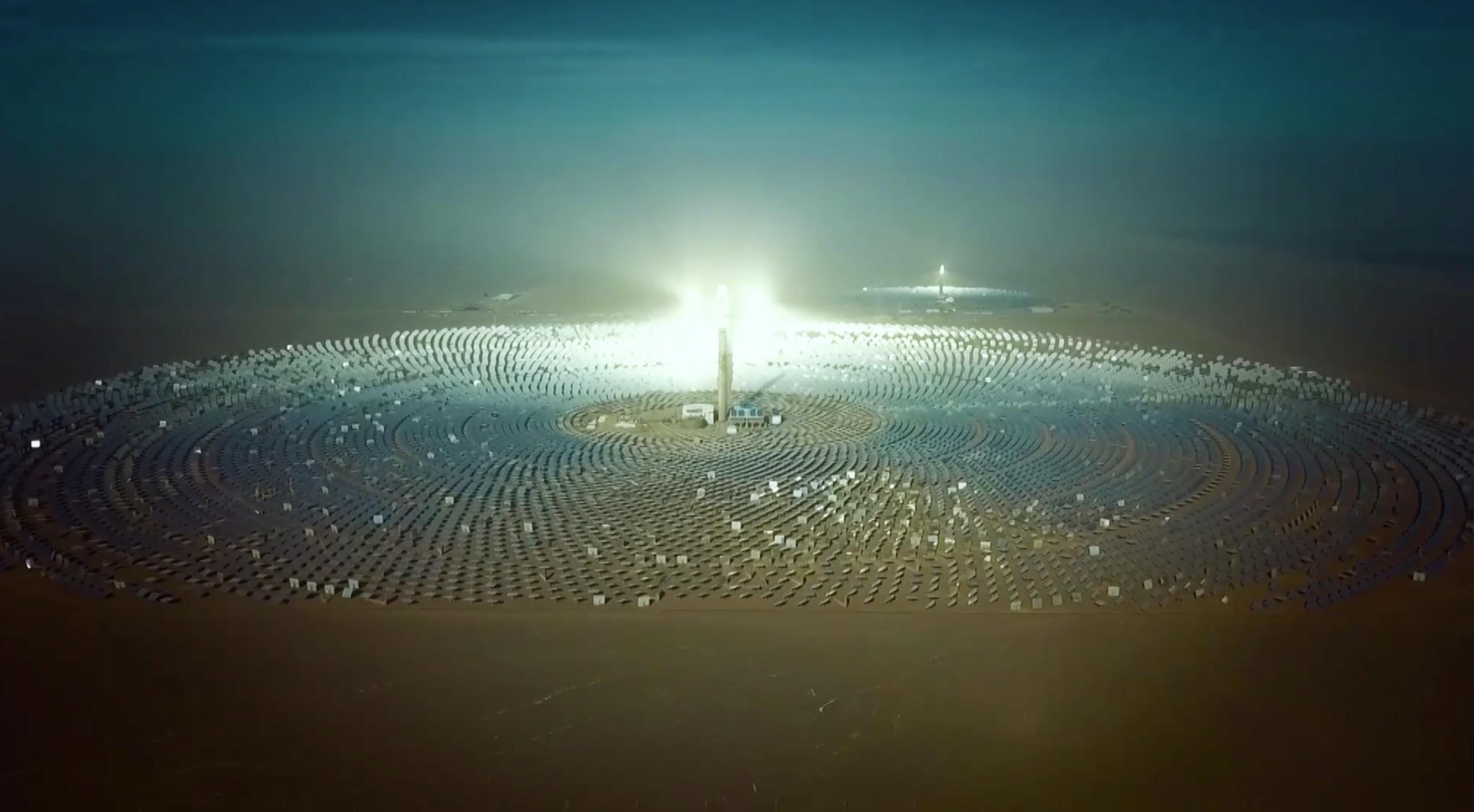GLOBALink | China's largest molten salt solar thermal power station in Gobi Desert