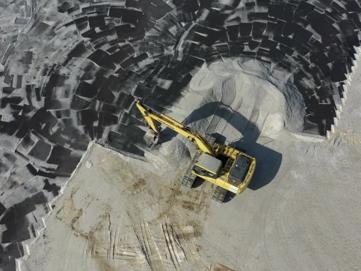GLOBALink | Picturesque salt fields in Tianjin enter spring harvest season