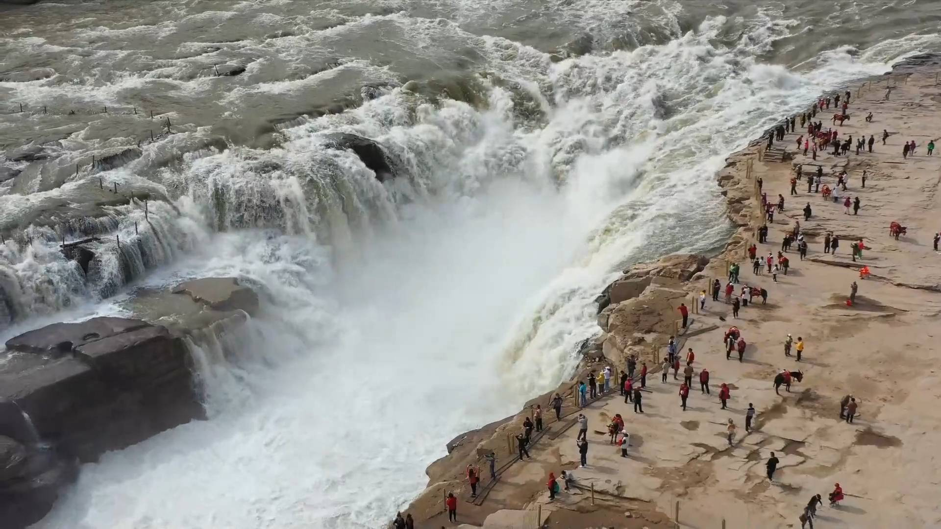 GLOBALink | Famous waterfall in NW China draws tourists with improved clarity
