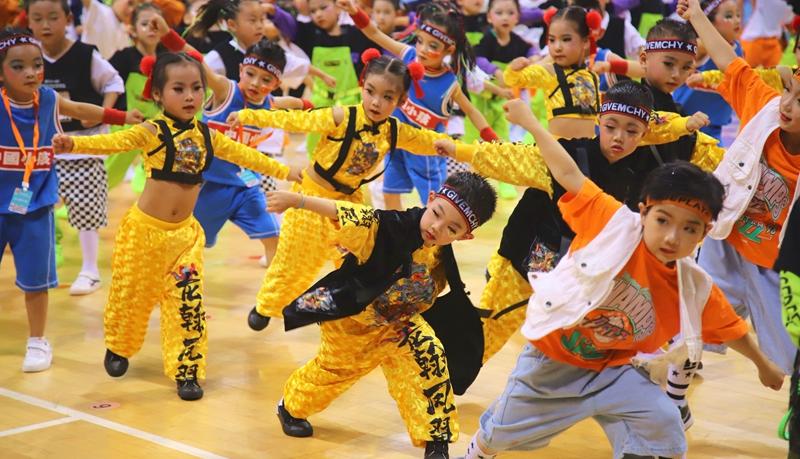 GLOBALink | Let's dance!