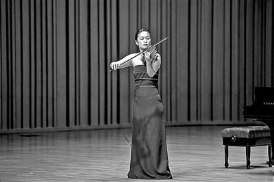 """党华莉:从""""学霸""""""""考霸""""到小提琴演奏家"""