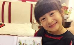 田亮晒女儿收礼物照片 森碟抱小黄人撞脸天天图片