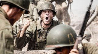 《血战钢锯岭》曝地狱对决片段 票房破亿逆袭夺冠