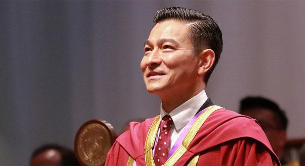 """劉徳華獲頒""""榮譽文學博士""""稱號 鼓勵年輕人要多努力"""