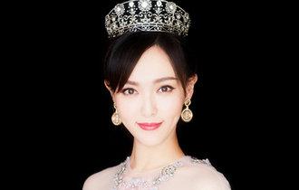 唐嫣佩戴公主王冠出席活動 典雅高貴