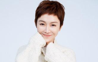 姜妍冬日時尚大片 甜美笑容溫暖治愈