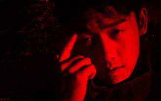 鄭愷紅黑碰撞演繹型男魅力