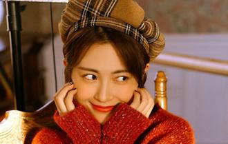包文婧開年寫真紅毛衣喜慶溫暖