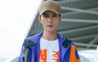 徐正溪機場街拍 演繹男友風最新穿搭