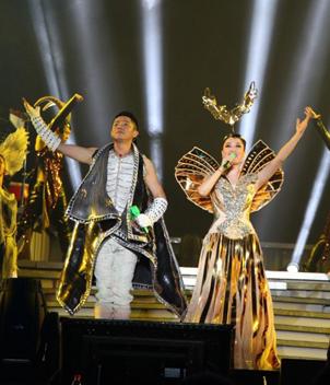 """凤凰传奇""""最炫民族风""""2012全国巡回演唱会图片"""