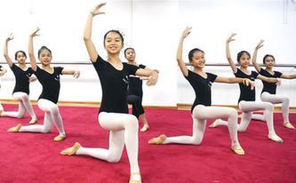 廣西欽州:學芭蕾 度暑假