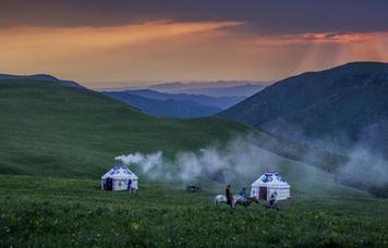"""【""""疫""""後花開 邁向詩和遠方】距離北京最近的內蒙古大草原 輝騰錫勒黃花溝美景醉人"""