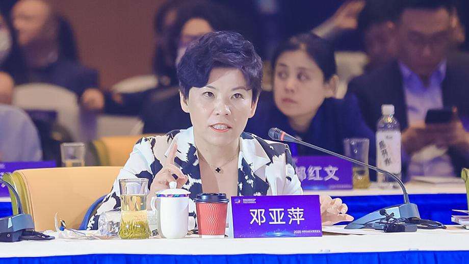 鄧亞萍:體育事業為青少年健康成長發揮著重要的作用