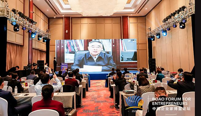 國家榮譽稱號獲得者、中國工程院院士、天津中醫藥大學校長張伯禮在視頻致辭