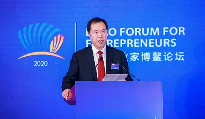 中鐵高新工業股份有限公司黨委書記、董事長易鐵軍演講