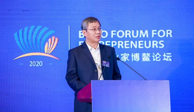 山東能源集團黨委副書記、董事岳寶德演講