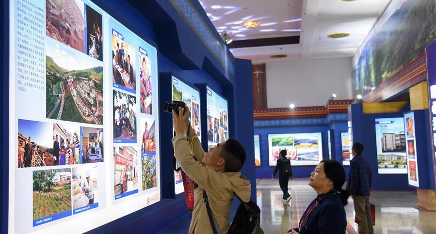 楚雄彝族自治州成立60周年成就展开幕