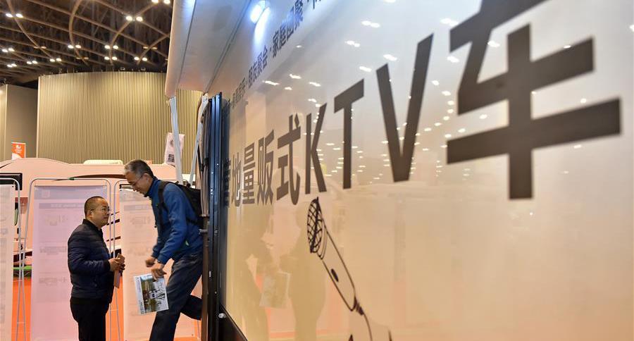 太原:博览会上看房车