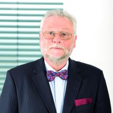 Dr.Pro.Bernd Hallier