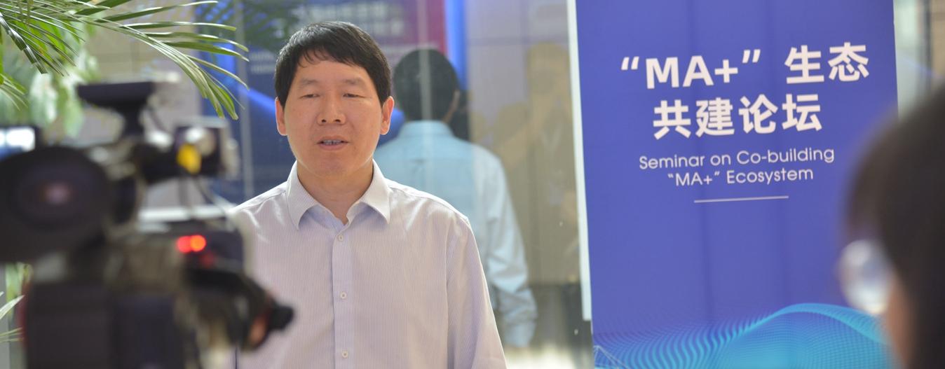 中关村工信二维码技术研究院院长张超接受媒体采访